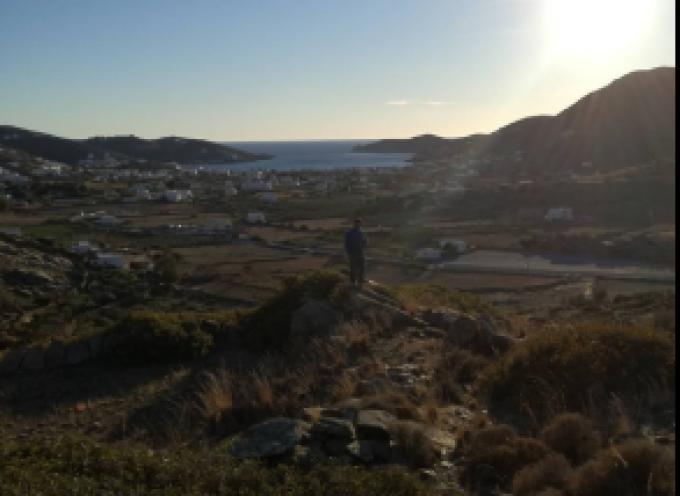 Πωλούνται αγροτεμάχια με θέα στο λιμάνι στην Ίο