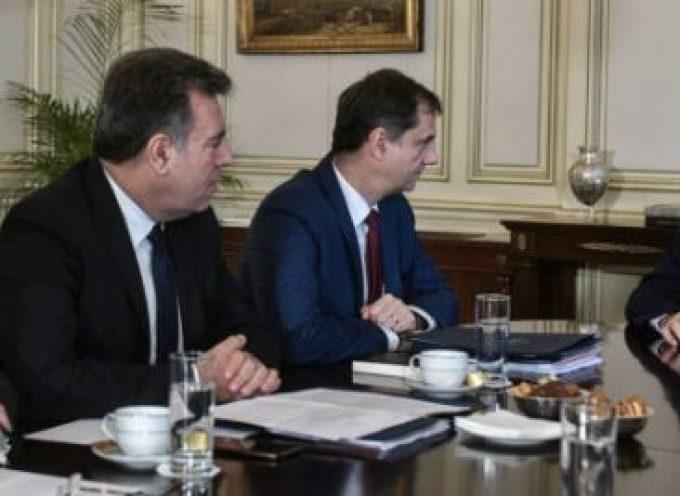 """Συνάντηση Μητσοτάκη – Θεοχάρη: Στο σχεδιασμό δράσεων """"ΜΑΖΙ"""" 2020 η Νομοθετική πρωτοβουλία για την ίδρυση Φορέα Διαχείρισης Προορισμού «Σαντορίνη»"""