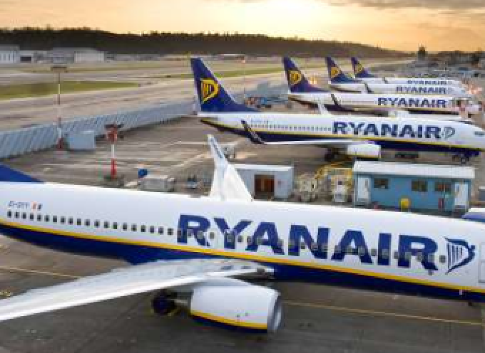 Ryanair: Νέες συνδέσεις με Σαντορίνη, Κέρκυρα και Μύκονο από την Ιταλία