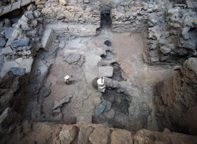 Σαντορίνη: Μοναδικά ευρήματα από την προϊστορική πόλη του Ακρωτηρίου