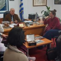 Με εκπροσώπους της Α' βάθμιας και Β' βάθμιας εκπαίδευσης συναντήθηκε ο Έπαρχος Θήρας