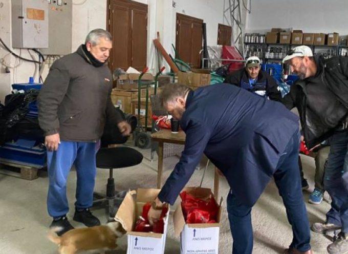 Ευχές και δώρα για τους εργαζόμενους της Δ.Ε.Υ.Α.Θ. από τον Πρόεδρο Μανόλη Ορφανό