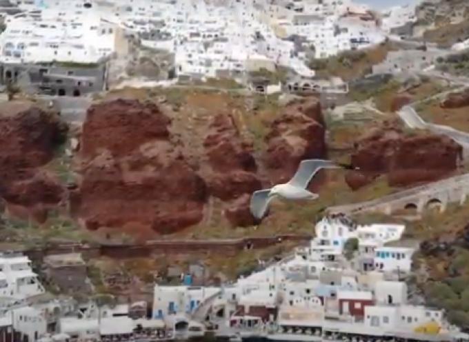 Ένα ταξίδι στον χρόνο, από τη Σαντορίνη του σήμερα στην Ελλάδα του χθες (video)
