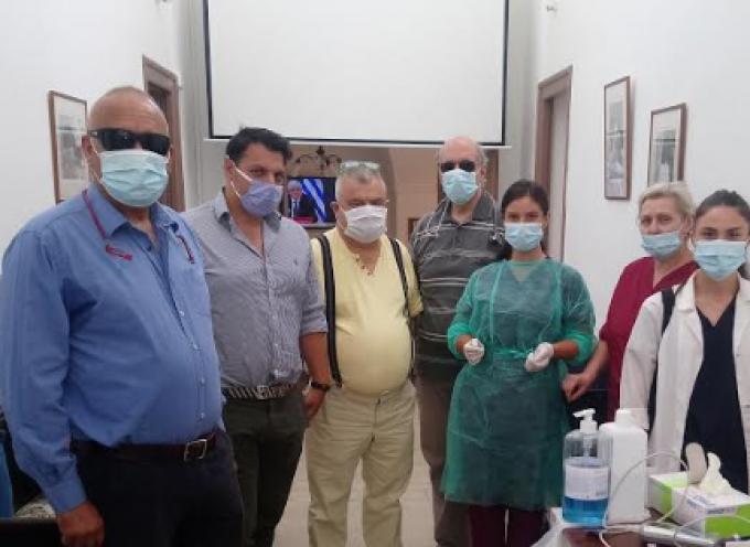 Το Πτωχοκομείο – Γηροκομείο επισκέφτηκε ομάδα γιατρών και ο Διοικητής του Γενικού Νοσοκομείου Θήρας