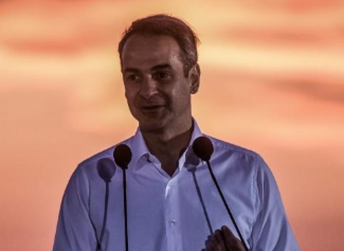 VIDEO: Η συνέντευξη τύπου του Πρωθυπουργού με φόντο το ηλιοβασίλεμα της Σαντορίνης