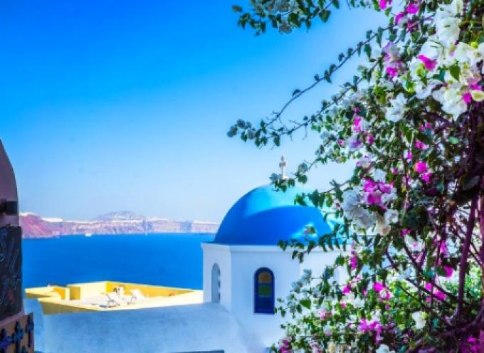 Άνοιγμα τουρισμού: Η Ελλάδα στο Top 3 των προορισμών της Μεσογείου – Η Σαντορίνη στις πρώτες προτιμήσεις
