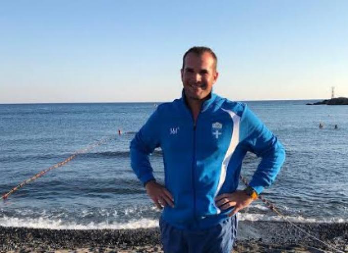 Μαθήματα κολύμβησης σε ενήλικες παραδίδονται από τον Ναυτικό Όμιλο Σαντορίνης