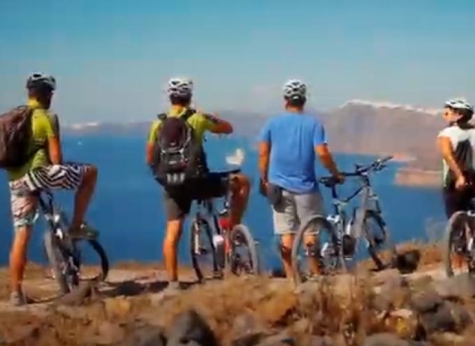 VIDEO: THE AEGEAN ISLANDS, no matter how hard we try- Η Σαντορίνη στο σπoτ της Περιφέρειας για την ενίσχυση της εικόνας του Νοτίου Αιγαίου ως αθλητικού προορισμού