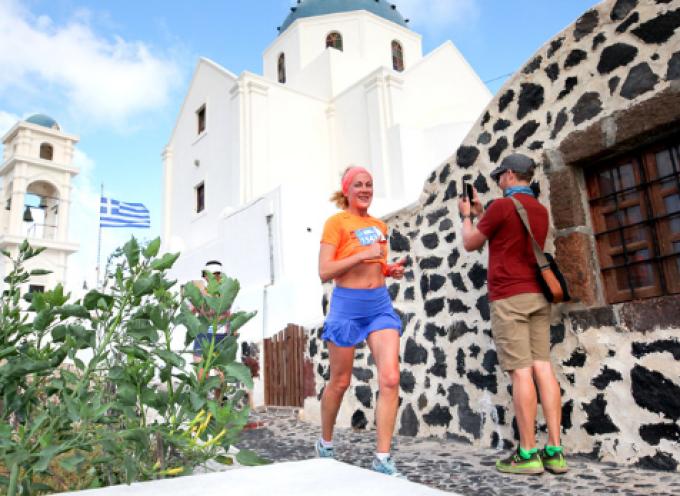 "Santorini Experience: ""Τρέξιμο με θέα που κόβει την ανάσα"""