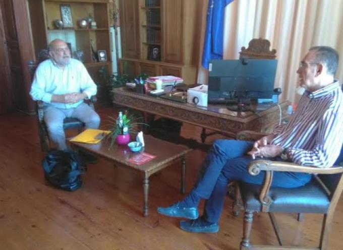Τη Σύρο επισκέφτηκε ο βουλευτής Κυκλάδων Νίκος Συρμαλένιος – Εξόρμηση για το πρόγραμμα του ΣΥΡΙΖΑ «ΜΕΝΟΥΜΕ ΟΡΘΙΟΙ»