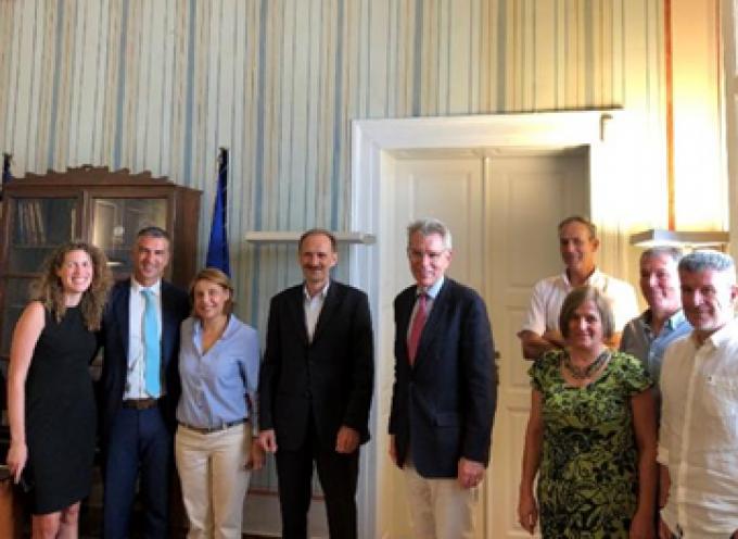 Το Επιμελητήριο Κυκλάδων επισκέφθηκε ο Πρέσβης της Αμερικής στην Ελλάδα κ. Τζέφρι Πάιατ