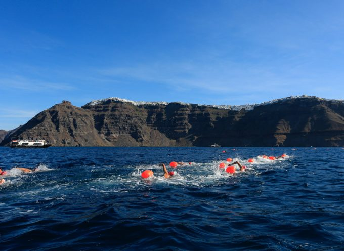 Santorini Experience: Κολύμβηση στα μαγευτικά νερά του Αιγαίου