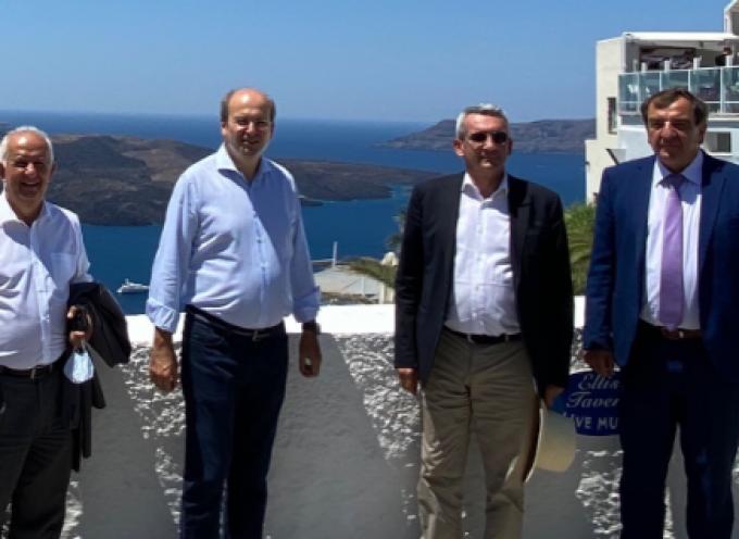 """Κ. Χατζηδάκης: """"Πρότυπο νησί για την ανακύκλωση γίνεται η Σαντορίνη"""""""