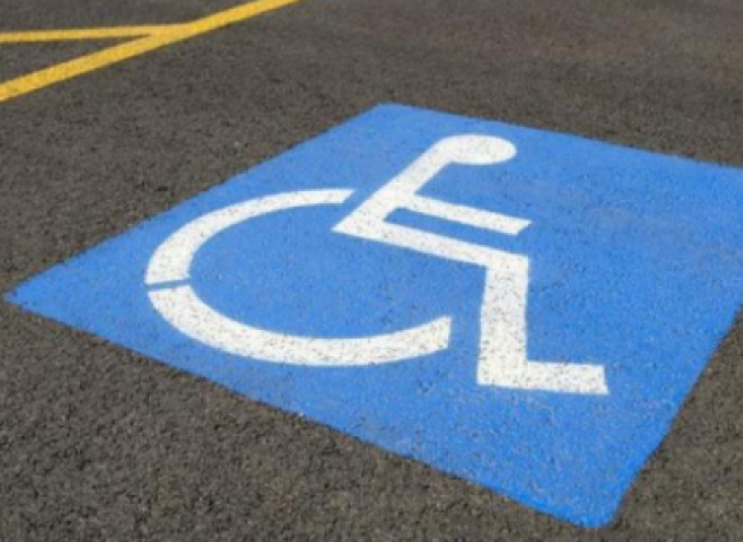 Τρίκαλα: Σύστημα αποτροπής στάθμευσης σε θέσεις ΑμεΑ από τον Δήμο