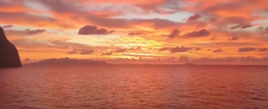 VIDEO: Εδώ στο Νότο – Ανατολή στην Περίσσα της Σαντορίνης