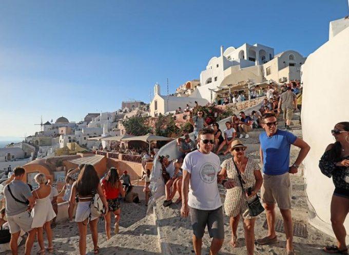11.392 διεθνείς τουρίστες στη Σαντορίνη τον Οκτώβριο