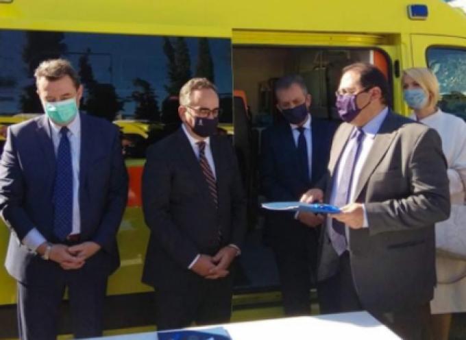 Νέο ασθενοφόρο παρέλαβε ο Δήμαρχος Αμοργού