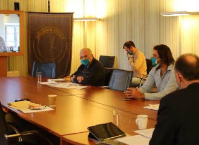 Ευρεία σύσκεψη εργασίας μεταξύ της ηγεσίας και στελεχών του Υπουργείου Τουρισμού και του Επιμελητηρίου Κυκλάδων