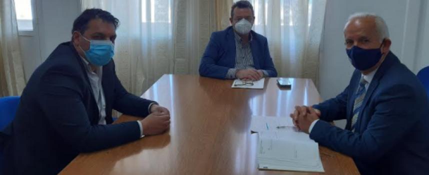 Με τον Διοικητή της 2ης ΔΥΠΕ Πειραιώς και νήσων Αιγαίου συναντήθηκε ο Αντιπεριφερειάρχης υγείας Κυκλάδων