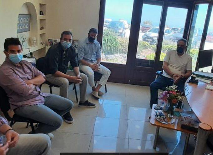 """Με το ΔΣ του ΣΕΟΟΚ συναντήθηκε ο επικεφαλής της Δημοτικής παράταξης """"Τώρα για τη Σαντορίνη και τη Θηρασιά"""" κ. Μανόλης Ορφανός"""