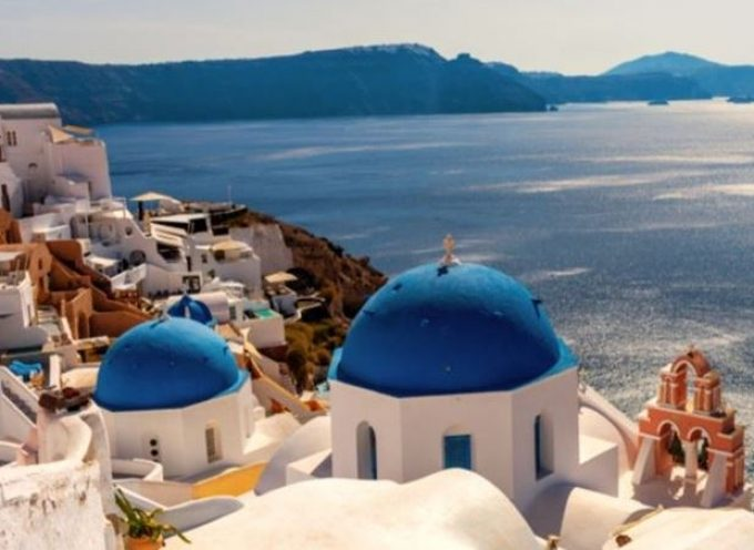 Η Ελλάδα 2ος δημοφιλέστερος προορισμός για τους Βρετανούς ταξιδιώτες