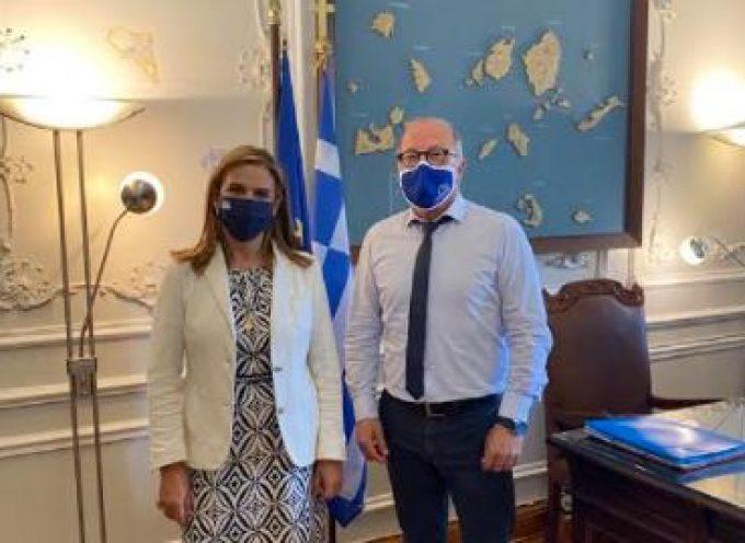 Επίσκεψη της Υφυπουργού Υγείας κ. Ζωής Ράπτη  στον Χωρικό Αντιπεριφερειάρχη Κυκλάδων, κ. Γιώργο Λεονταρίτη