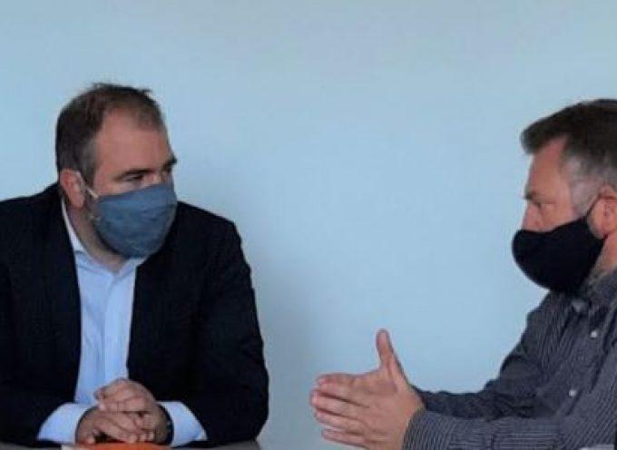 Επίσκεψη του βουλευτή Κυκλάδων κ. Φίλιππου Φόρτωμα στα νέα γραφεία της Δημοτικής Επιχείρησης Ύδρευσης, Αποχέτευσης Θήρας