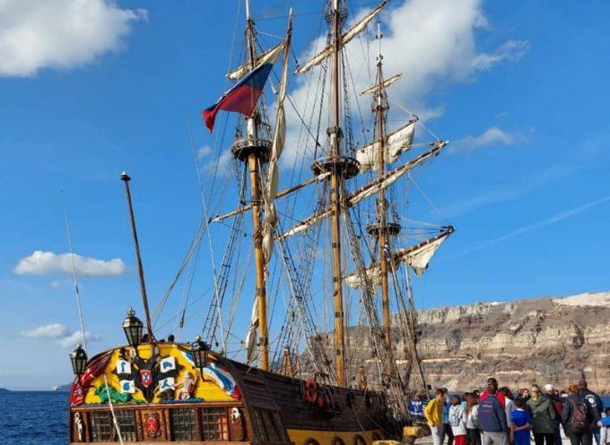 """Μέλη του Ναυτικού Ομίλου Σαντορίνης επισκέφθηκαν το Ρωσικό εκπαιδευτικό ιστορικό πλοίο """"Shtandart"""""""